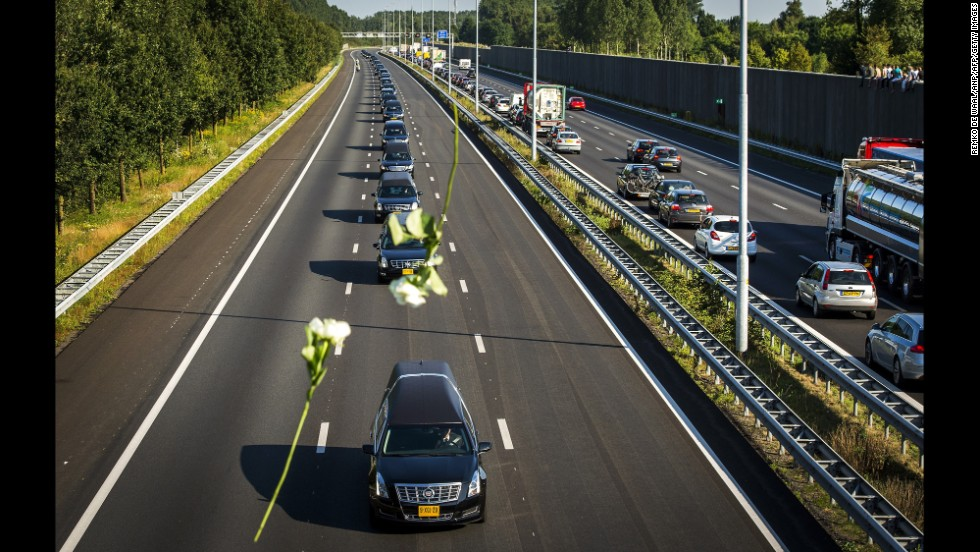MH17 victims' bodies transported