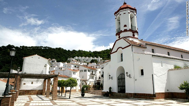 As well as its art event, Genalguacil is also known for its immaculate whitewashed buildings and beautiful countryside.