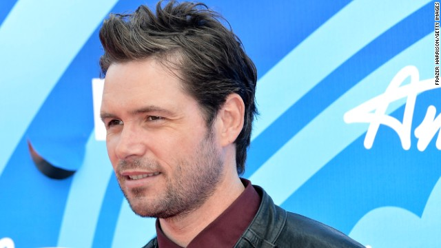 "<a href='http://www.cnn.com/2014/08/03/showbiz/michael-johns-dead/index.html'>One-time ""American Idol"" finalist Michael Johns</a> has died. According to Entertainment Weekly, the Australian-born singer, who was on the Fox program in 2008, died Friday, August 1, at the age of 35. <a href='http://www.hollywoodreporter.com/earshot/american-idol-alum-michael-johns-723030' target='_blank'>The Hollywood Reporter said</a> the cause is believed to be a blood clot in his ankle."