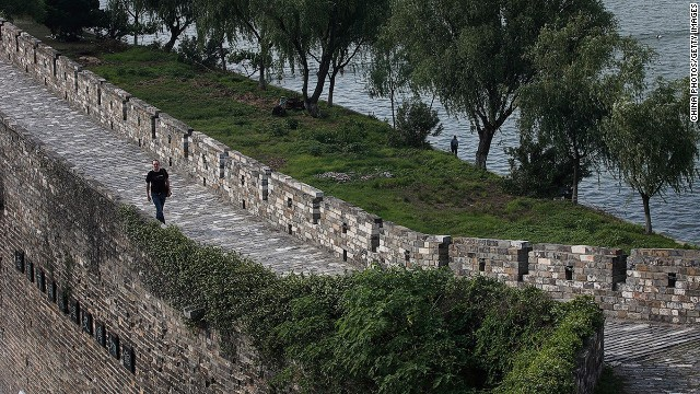 The Jie Fang Gate section of the Ming Dynasty City Wall features a newly built fortress that was added in 1952.