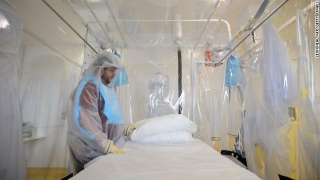 Aumenta la cifra de muertos por el ébola; España dará tratamiento a un sacerdote