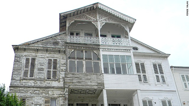 Ottoman-style architecture can be found on the backstreets of Heybeliada and Buyukada islands.