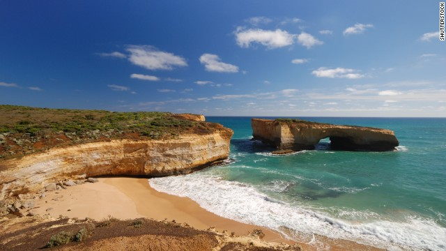 A gem in Australia's <a href='http://parkweb.vic.gov.au/explore/parks/port-campbell-national-park' target='_blank'>Port Campbell National Park</a>, London Bridge is an offshore rock formation that partially collapsed in 1990 and became a bridge without a connection.