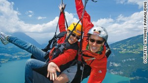 A flight over Lakes Thun and Brienz is the picture of gliding freedom.