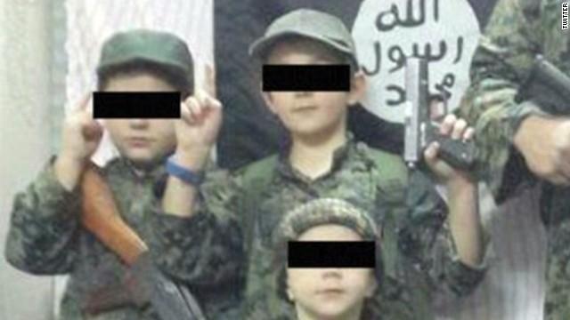 Padre extremista del niño que sostuvo una cabeza de un hombre tiene esquizofrenia