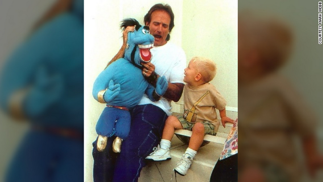 "In 1996, <a href='http://ireport.cnn.com/docs/DOC-1161542'>Mark Webb</a> was working with Robin Williams on the movie ""Father's Day."" Webb's son, Tyler, was playing with his Genie puppet on set when Williams walked over and did an impromptu puppet show for the boy and the 300 people who had gathered to watch."