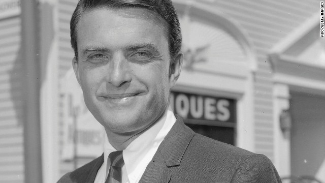"""<a href='http://ift.tt/1oKg41s'>Ed Nelson</a>, best known for playing a doctor in the 1960s nighttime soap opera """"Peyton Place,"""" died on August 13, his family said. He was 85."""