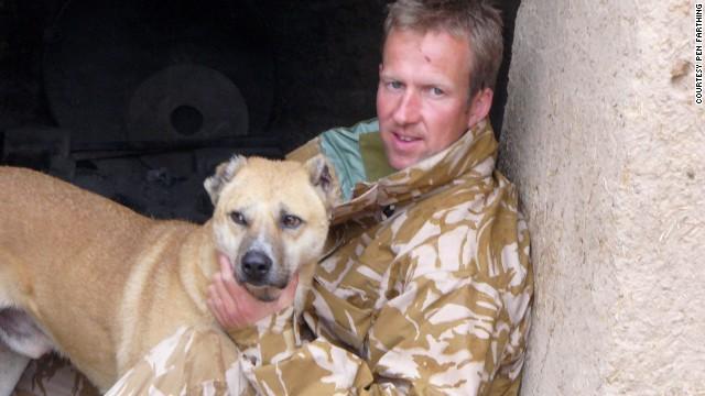 Reuniendo a soldados con los perros que dejaron atrás