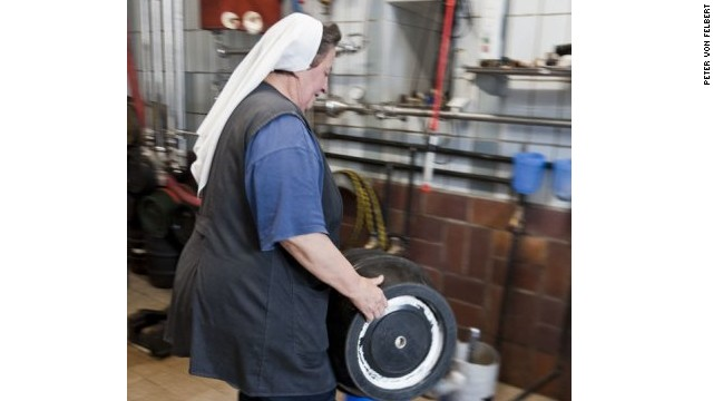 Depending on the season, Sister Doris can be found crafting a copper-toned vollbier (lager), a dark zoigl, a contemplative doppelbock or spritzy maibock.