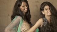 Sobrevivientes de ataques con ácido en India posan