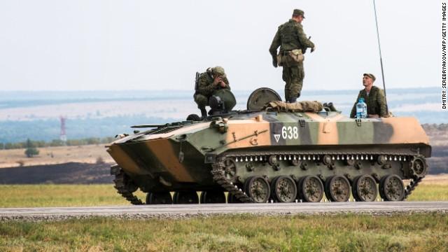 Ucrania acusa a Rusia de 'invasión directa' a su territorio con un convoy