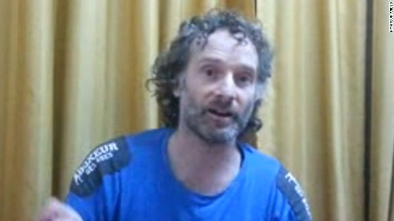 Periodista Theo Curtis regresa a EEUU tras dos años secuestrado en Siria