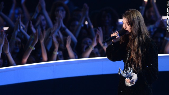 "Lorde accepts the VMA for best rock video for ""Royals."""