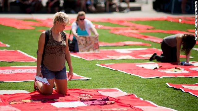 An estimated 250 visitors turned up in Baton Rouge, Louisiana, to see the quilt.