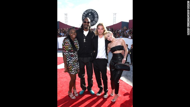 The pair joined rapper Snoop Lion's daughter Cori Broadus and Snoop on the red carpet before the awards show began at the Forum on August 24 in Inglewood, California.