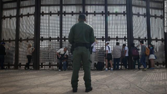 Una tercera parte de los mexicanos emigraría a EE.UU., según estudio