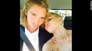 El amigo 'sin hogar' de Miley Cyrus en líos