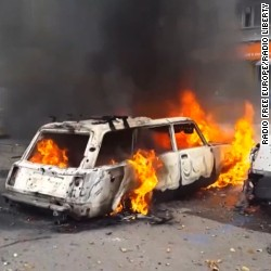 Cars were on fire and gunshots could be heard amid fresh fighting in the eastern Ukrainian city of Donetsk on August 28, 2014.
