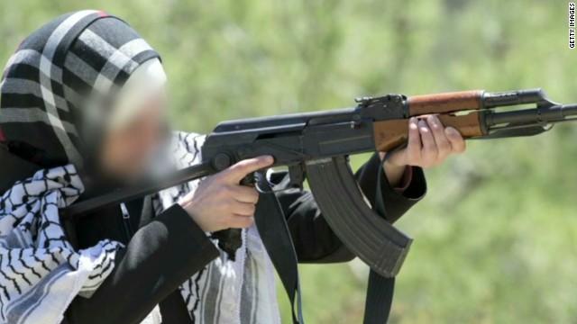 De recetas de cocina a fusiles AK-47: dentro del mundo en línea de las mujeres de ISIS