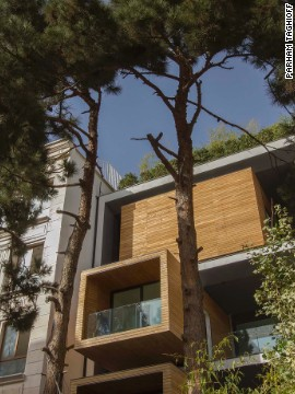 The design of the house aims to make the most of its narrow frontage.