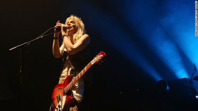 Courtney Love struggling to finish \'disaster\' memoir