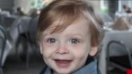 Se declara inocente padre de bebé asfixiado en auto