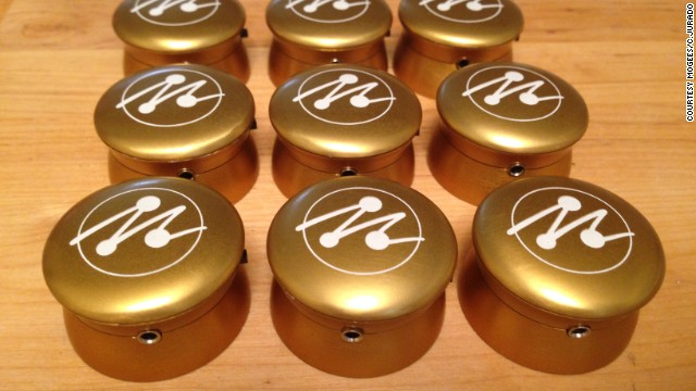 The first batch of Mogees units has already been delivered to Kickstarter backers.