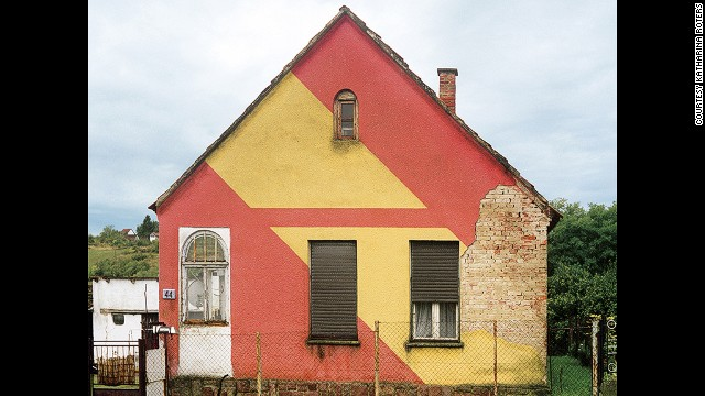 It's fitting, then, that during the Goulash Communism era, a peculiar architectural trend took off: People started painting the facades of their houses with abstract shapes, in wild shades of color.