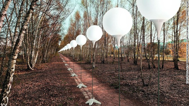 "With 8,000 balloons along the former Berlin Wall, ""Lichtgrenze"" (Border of Lights) marks the 25th anniversary of its collapse. The one-time installation (November 7-9) will end with the balloons released into the sky."