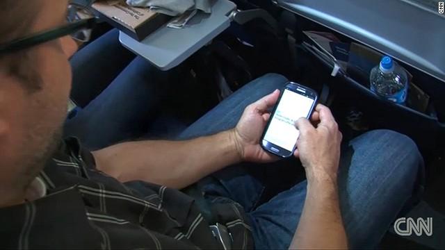 ¿En realidad es necesario que uses tu móvil en un vuelo?