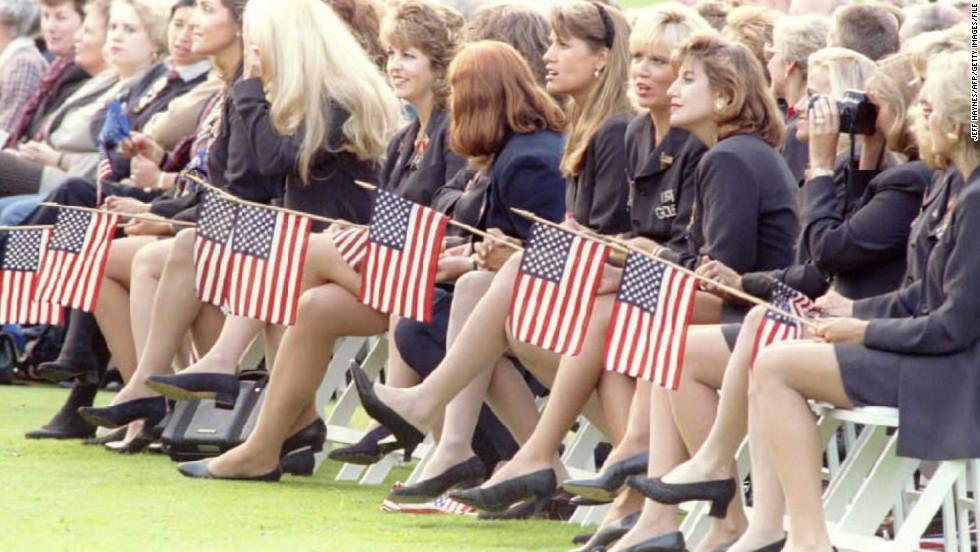 Ondeando la bandera