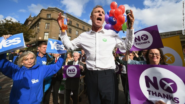 MP Jim Murphy temporarily suspended his campaign tour after he was pelted with eggs at one anti-independence rally