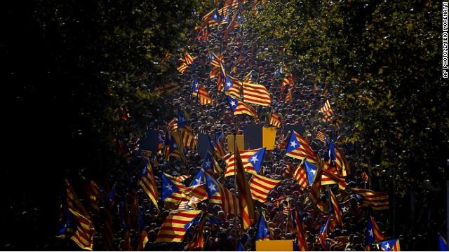 Miles de personas se manifiestan a favor de la consulta soberanista de Cataluña