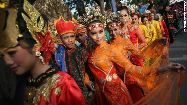 SEPTEMBER 12 - NORTH SUMATRA, INDONESIA: Student performers join an urban fashion show during a cultural parade in the city of Medan.