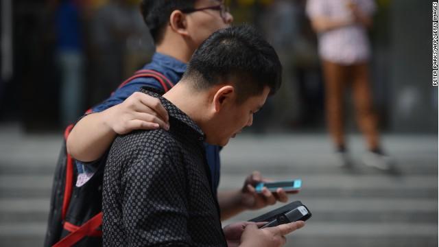 """Ciudad china habilita un """"carril"""" especial para usuarios de teléfonos móviles"""