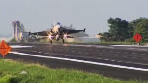 Fighter jets land on Taiwan highway