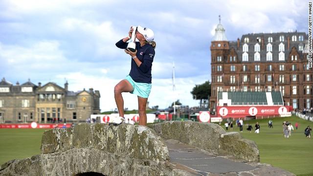 Escocia vota por la unión en un antiguo club de golf y las mujeres ganan su afiliación