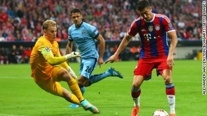 Football: Bayern leaves it late