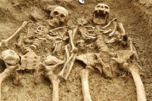 Tomados de las manos por 700 años