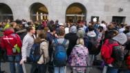 Largas filas… y un susto para comprar el iPhone 6