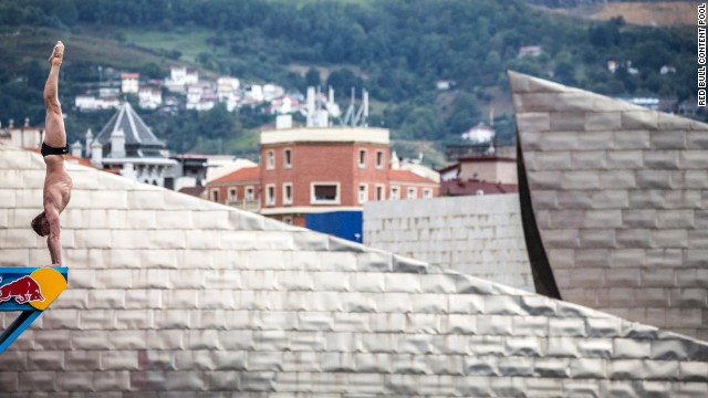 Russia's Artem Silchenko was the stand out performer at the Red Bull Cliff Diving World Series which took place in Bilbao against the backdrop of the Guggenheim Museum.