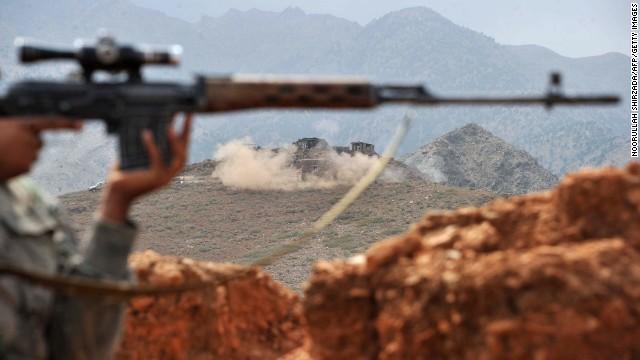 Talibanes asesinan y hieren a 100 personas y decapitan a otras 15 en Afganistán