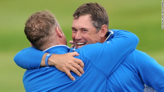 England's Lee Westwood (right) and Jamie Donaldson of Wales got Europe off to a perfect start in the foursomes, beating Jim Furyk and Matt Kuchar in the opening match of the afternoon.