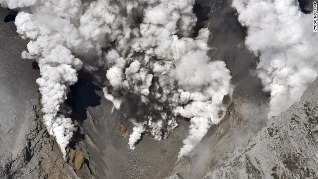 Entra en erupción el Monte Ontake, en Japón