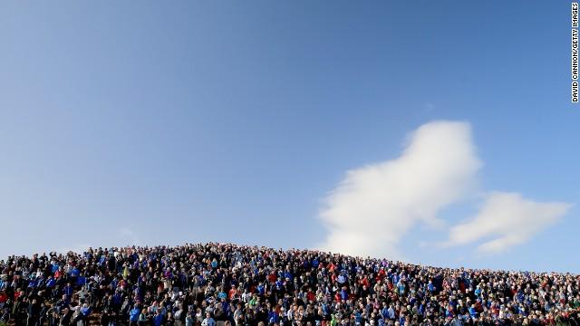 """Ningún evento deportivo sería lo mismo sin un ambiente electrizante, por lo que más de 40.000 fanáticos llenaron el campo de Gleneagles todos los días. """"El público escocés, la gente de aquí fue fenomenal"""", dijo Phil Mickelson. """"Siempre fueron muy amables y respetuosos con todos""""."""