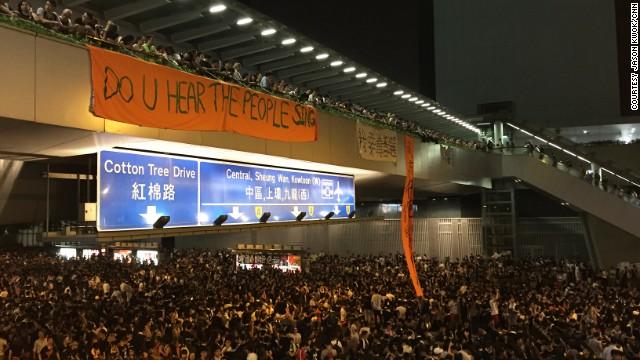 http://i2.cdn.turner.com/cnn/dam/assets/140930030114-hk-people-sing-sign-kwok-horizontal-gallery.jpg