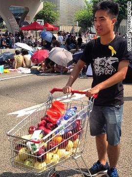 http://i2.cdn.turner.com/cnn/dam/assets/140930030231-hk-food-trolley-tom-booth-vertical-vertical-gallery.jpeg