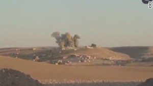 ISIS closes in on key Syrian border city