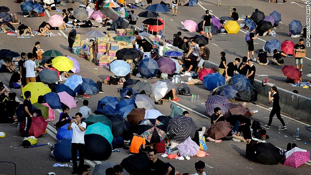 Hong Kong\'s leader to protesters: China won\'t back down