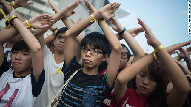 Hong Kong activists, officials continue standoff on China\'s National Day